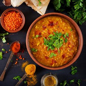 Golden curry met kikkererwten en spinazie