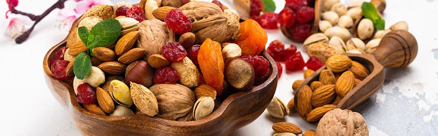 voedsel-met-veel-calorieen-calorierijk-eten-gedroogd-fruit